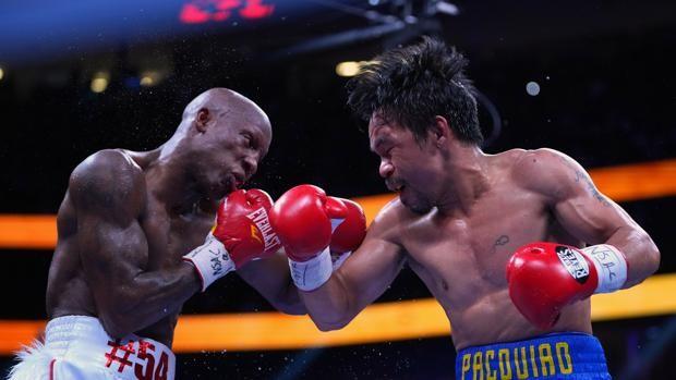 Ugas y Pacquiao, durante el combate por el cinturón de campeón mundial