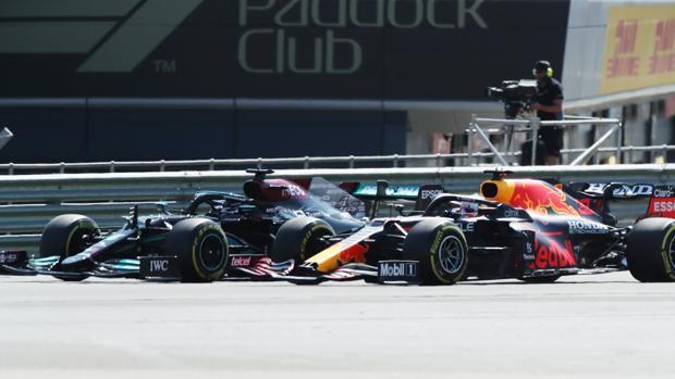 Peineta y recado de Verstappen a Hamilton: «Estúpido idiota»