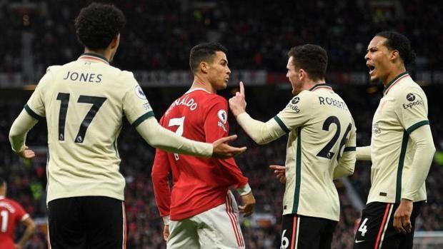 Ronaldo patea a un rival en el suelo en plena goleada del Liverpool