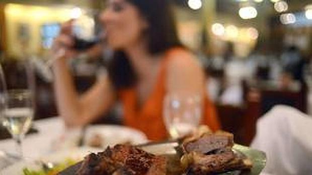 Los expertos aconsejan reducir el consumo a dos raciones a la semana