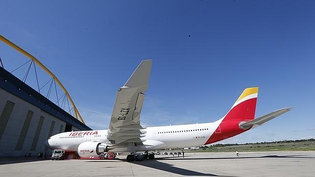 Avión de Iberia en los talleres de La Muñoza