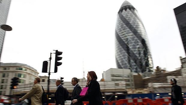 Gente circulando por la City de Londres, el centro financiero de la ciudad