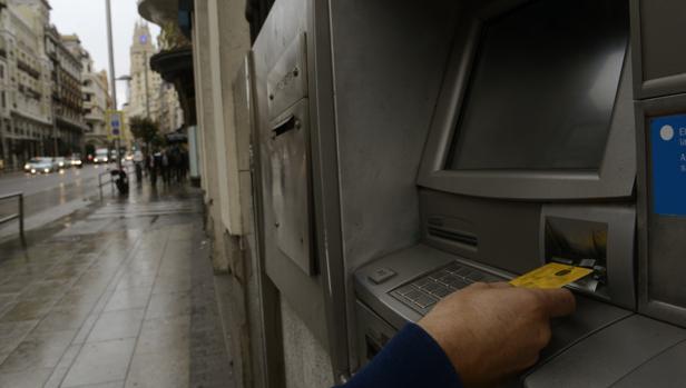 Imagen de un cajero automático en Madrid