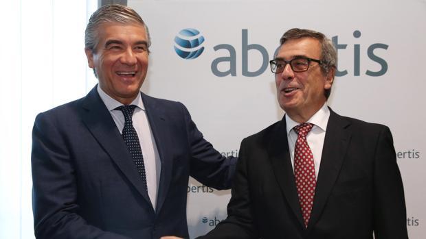 Francisco Reynés (izquierda) ha renunciado a la presidencia de Cellnex
