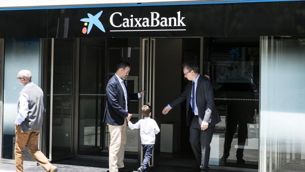 Caixabank cuenta con 4.681 oficinas «retail», del total de 5.379 sucursales del grupo