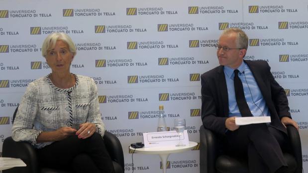 Lagarde (izda) junto al ministro argentino de Finanzas, Nicolás Dujovne (dcha)