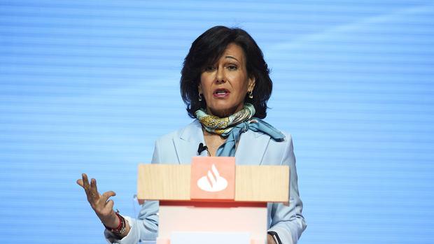 La presidenta del Santander, Ana Botín, durante la junta de accionistas del banco