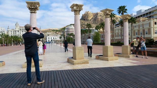 Solo en abril, España ha recibido 6,8 millones de visitantes internacionales
