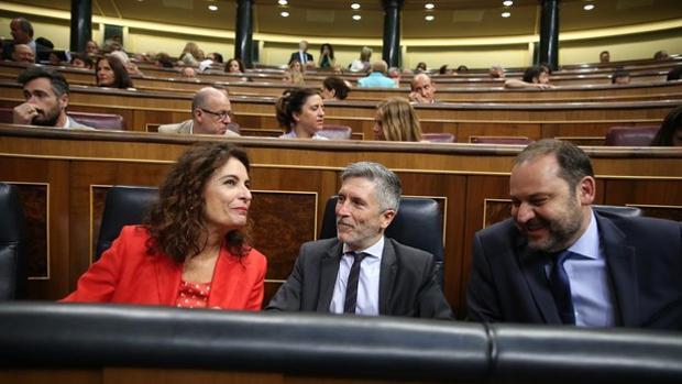 La ministra de Hacienda, María Jesús Montero, junto a su homólogo de Interior, Fernando Grande-Marlaska, y el de Fomento, José Luis Ábalos