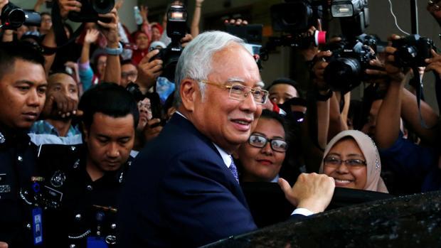 El ex primer ministro malasio a su llegada para declarar ante el tribunal que juzga el expolio del 1MDB