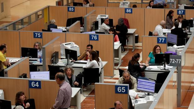 Unas cifras superiores a las previsiones del Gobierno, que calculó la devolución media de las mujeres en 1.600 euros