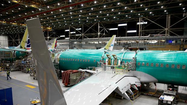 Un avión 737 Max siendo pintado en la fábrica de Boeing en Renton, Washington