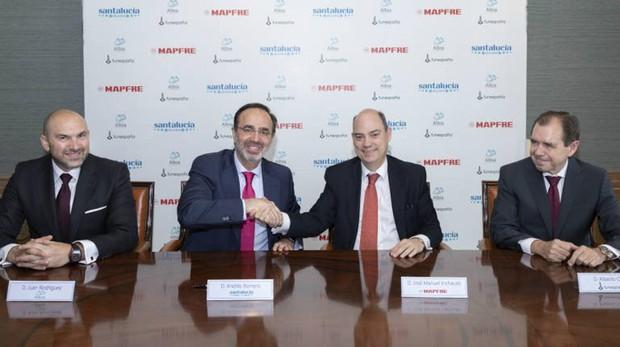 De izquierda a derecha: Juan Jesús Rodríguez (CEO de ALBIA), Andrés Romero (Consejero Director General de SANTALUCÍA), José Manuel Inchausti (CEO Territorial Mapfre Iberia) y Alberto Ortiz (CEO de FUNESPAÑA)