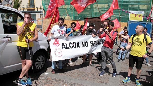 Decenas de trabajadores de Alcoa están realizando una marcha desde Asturias a Madrid