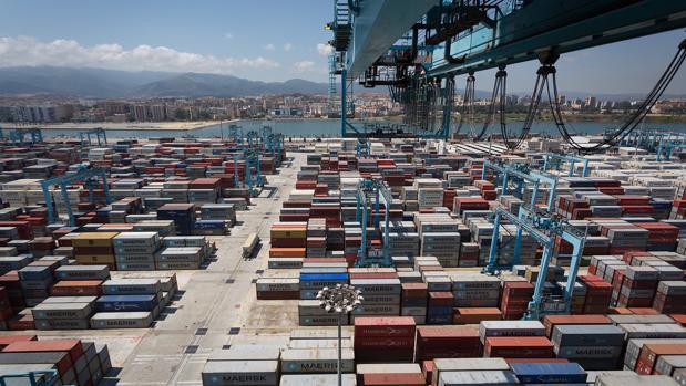 El crecimiento de las exportaciones españolas entre enero y abril es inferior al de la UE-28 (4% interanual) y la zona euro (3,6%)