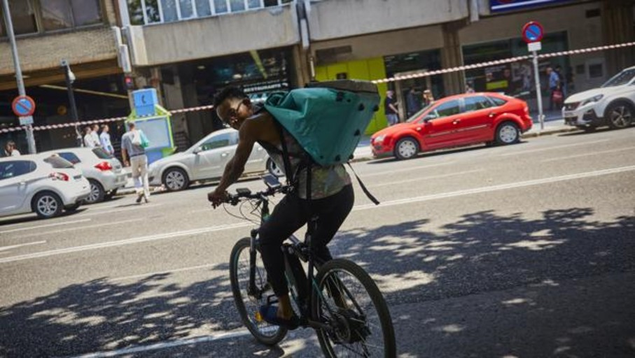 Glovo y otras plataformas piden que se reconozcan a los «riders» como autónomos y otras cuatro noticias