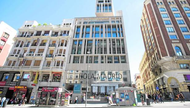 Tienda de Huawei en la Gran Vía de Madrid