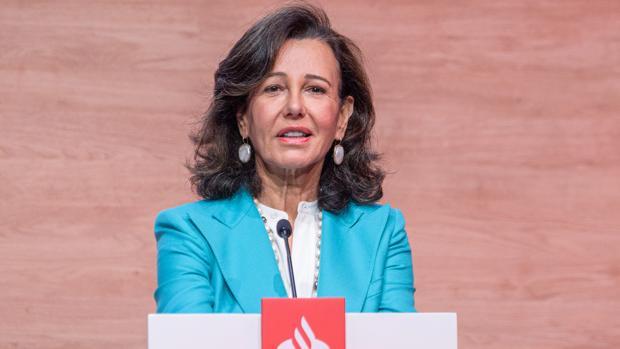 La presidenta del Banco Santander, Ana Botín, en la Junta Extraordinaria de Accionistas
