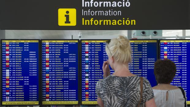 La «low cost» Vueling, es efectivamente la que más vuelos opera en El Prat, y la más afectada