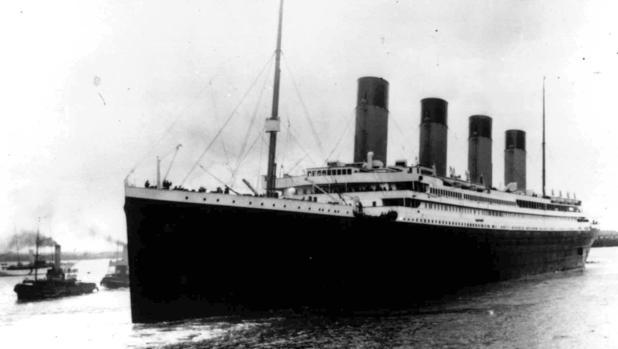 El Titanic al inicio de su viaje maldito, el 10 de abril de 1912