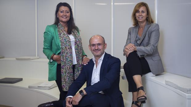 Carmen Cobián, José Miguel Herrero y Nuria de Pedraza