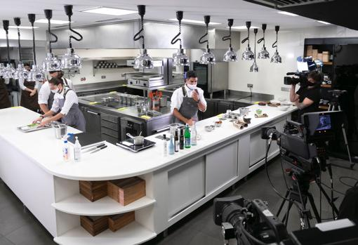 Recording of one of the talks on the set installed in the Mugaritz restaurant, by Andoni Luis Aduriz