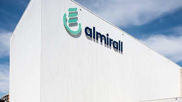 Almirall registra unas pérdidas netas de 42,8 millones en el primer semestre del año