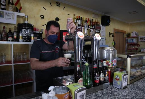 José Luis Mulas, owner of one of the two bars in the Zamorano municipality