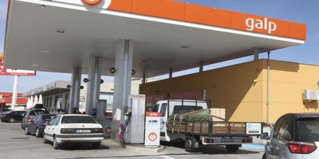 Los portugueses, locos por repostar en España: ¿por qué su gasolina está a dos euros?