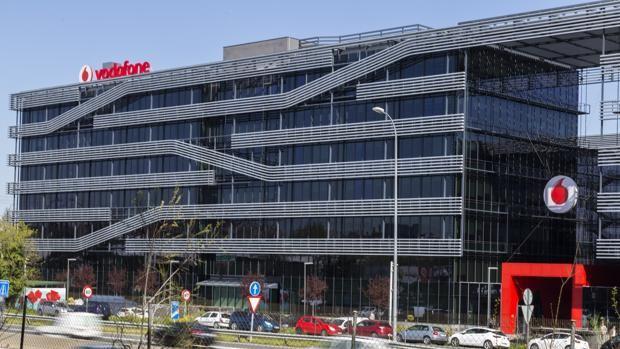 Vodafone y sindicatos acuerdan reducir el ERE a 442 trabajadores y la venta de las tiendas propias
