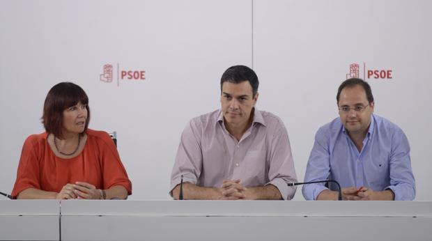 Micaela Navarro, Pedro Sánchez y César Luena