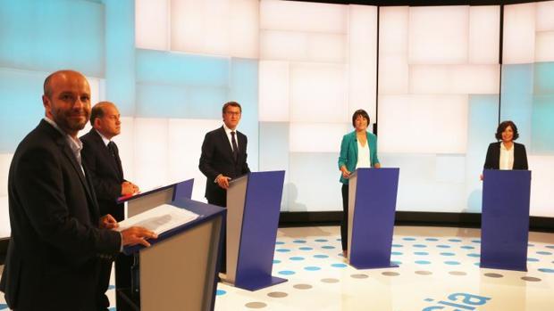 Los cinco candidatos durante el debate organizado en la TVG