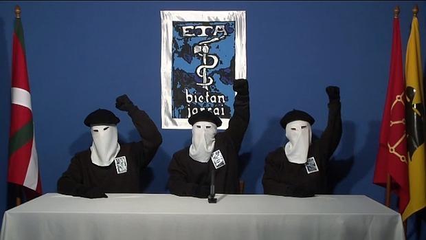 Tres encapuchados anuncian el fin de la actividad armada el 20 de octubre de 2011