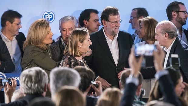 Rajoy con su equiop, el sábado 17 de octubre en Toledo