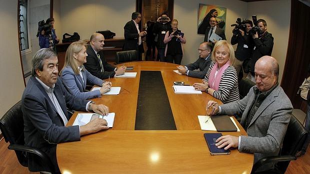 Reunión entre Foro Asturias y PP para fijar las condiciones de la alianza electoral.