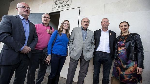 Rosana Pastor (derecha) con los candidatos de Podemos-Compromís