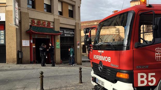 Los bomberos acuden al incendio del restaurante chino