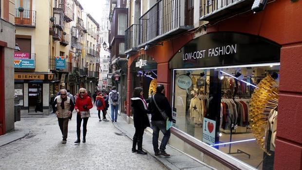 Se han abierto nuevas tiendas de ropa en la calle Comercio