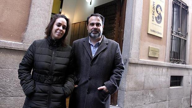 Helena Galán y Javier Mateo, a las puertas del centro de salud