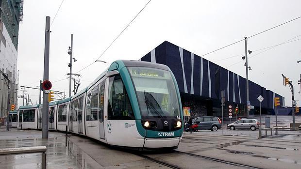 El Tranvía de Barcelona a su paso por el Fòrum
