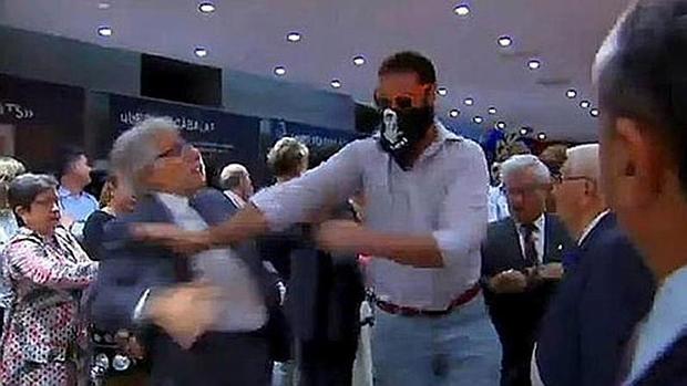 Captura de un vídeo que registró el asalto al centro cultural Blanquerna de Madrid