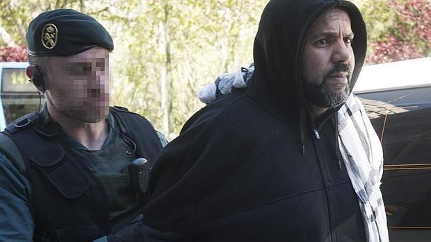 Aziz Zaghnane, en el momento de su detención