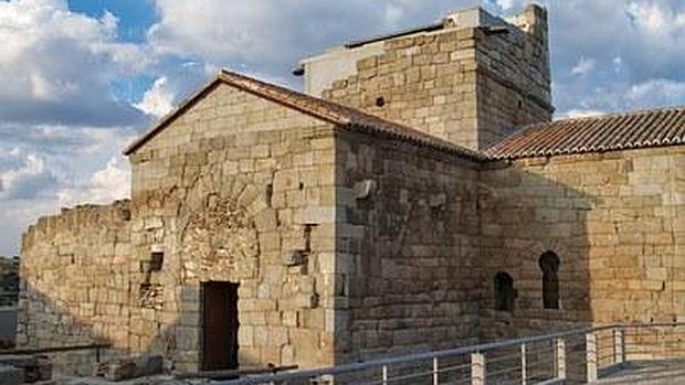Exterior de la iglesia visigoda en el término municipal de San Martín de Montalbán