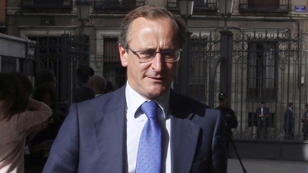 El ex ministro de Sanidad Alfonso Alonso, a su llegada el jueves a la sesión de investidura