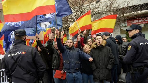 Miembros del colectivo neonazi Hogar Social Madrid, en una manifestación