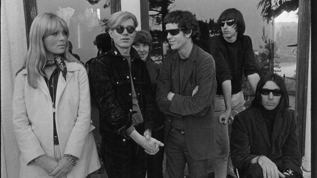 Warhol, junto a los miembros de la Velvet Underground