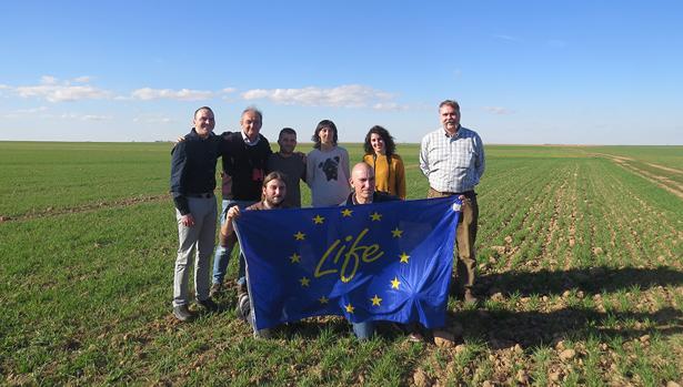 Representantes de la Fundación Global Nature y Antonio Zaragoza, agricultor