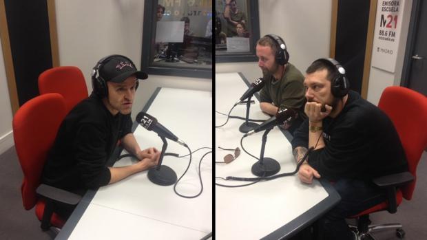 Los miembros de Riot Propaganda, ayer en los estudios de la radio municipal de Madrid