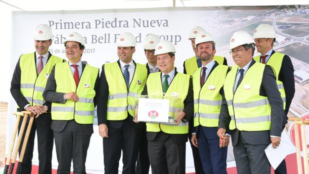 Page en el inicio de las obras de la fábrica de embutidos del grupo Bell en Fuensalida