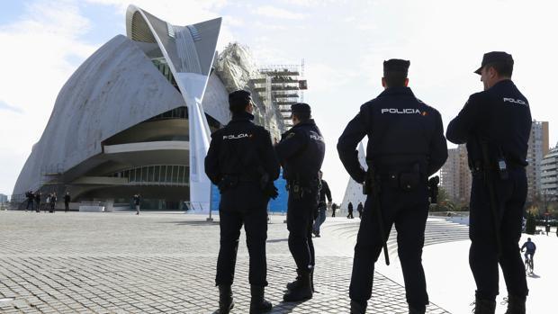 Imagen de archivo de un operativo policial en Valencia